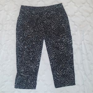 Chico's Zenergy Crop Capri Pants